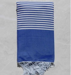 Grande fouta blu klein con strisce bianche